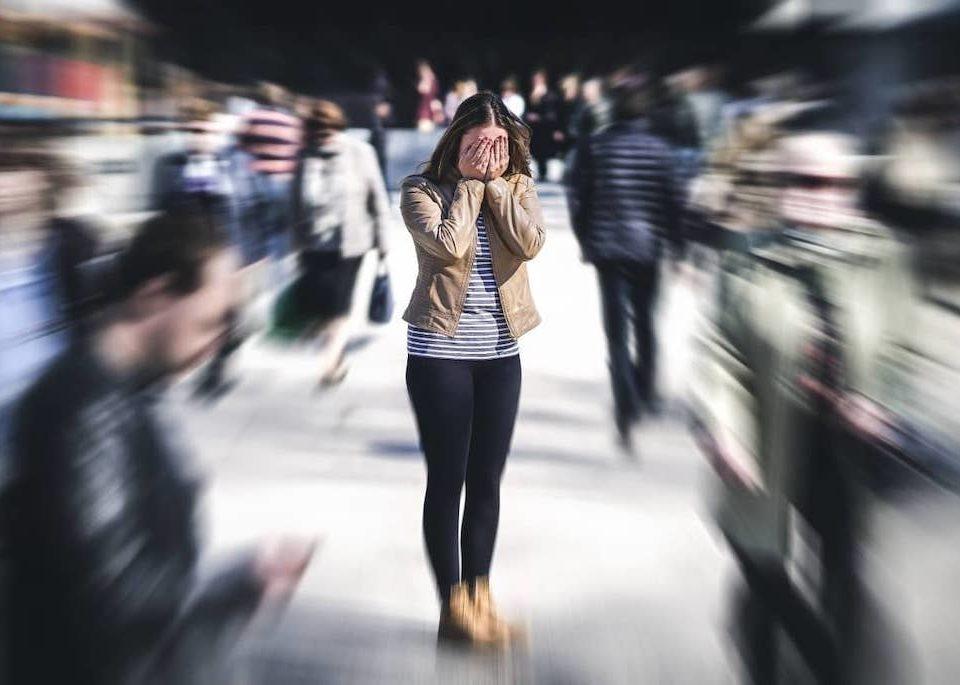 Qu'est-ce que la schizophrénie : causes, symptômes